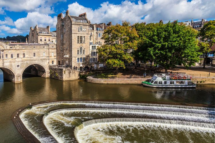 Bath - Pulteney Bridge and Weir © GreatWestWay