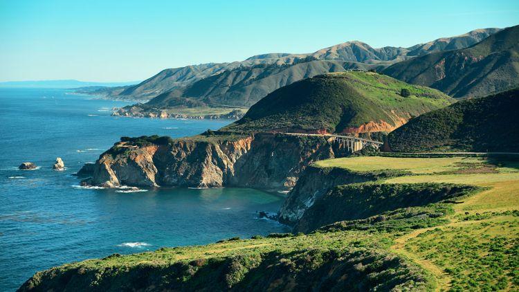 Big Sur with the Bixby Bridge in California © Songquan Deng/Shutterstock