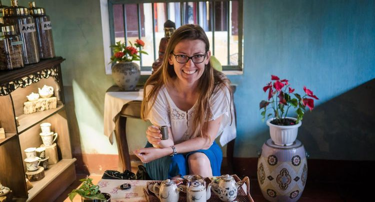 Having tea at Reaching Out Teahouse in Hoi-An-Vietnam, a social enterprise for the deaf © private archive