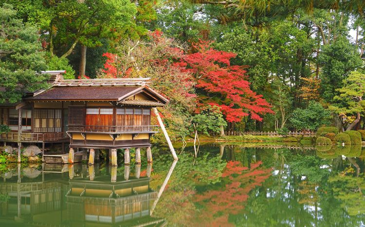 Japanese Garden at Kenrokuen Garden, Kanazawa City © Amstk/Shutterstock