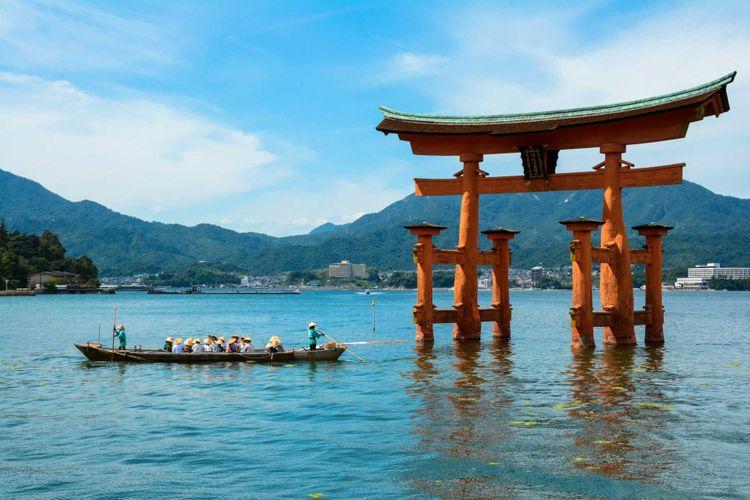 torii-itsukushima-miyajima-japan