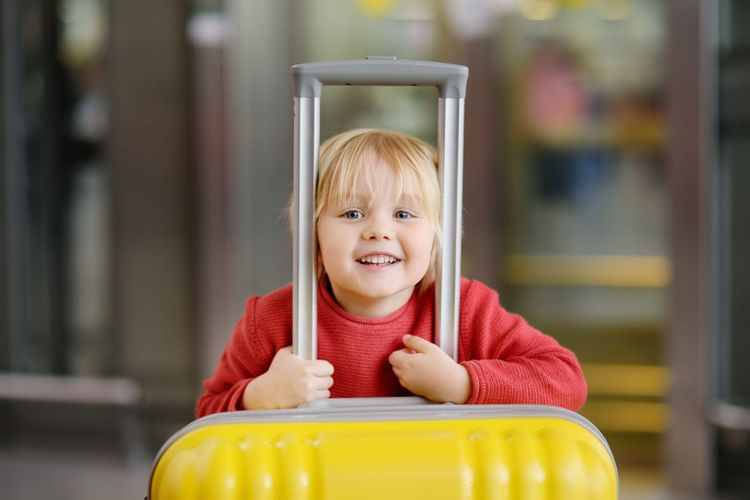 airport_children_shutterstock_1116834860