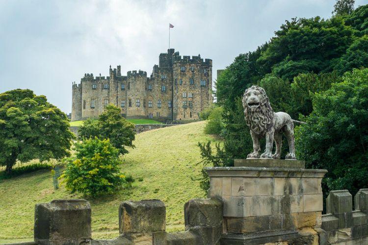 alnwick-castle-northumberland-england-shutterstock_429542896