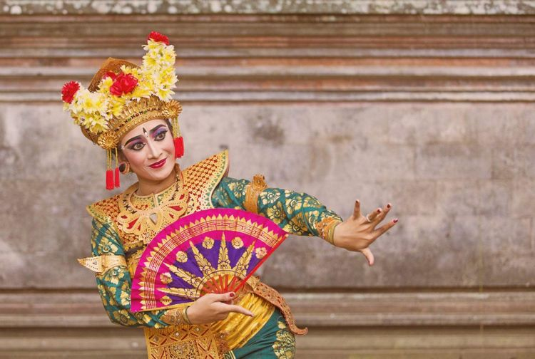 bali-dancer-shutterstock_482051548_