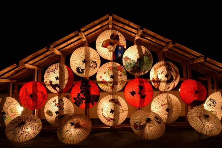 bamboo-lantern-umbrella-japan-shutterstock_595471694