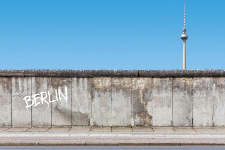 berlin-wall-shutterstock_398218459