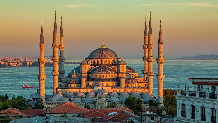 Blue mosque, Instanbul © OPIS Zagreb/Shutterstock