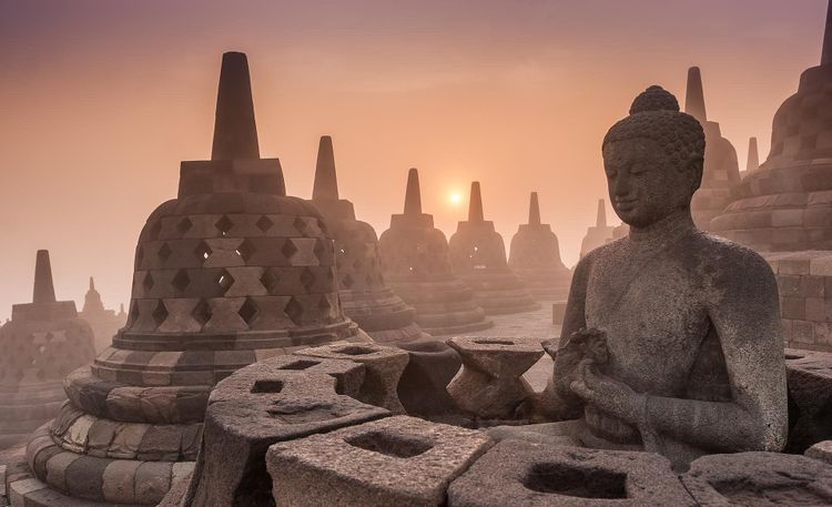 Borobudur-indonesia-temple-shutterstock_308367980