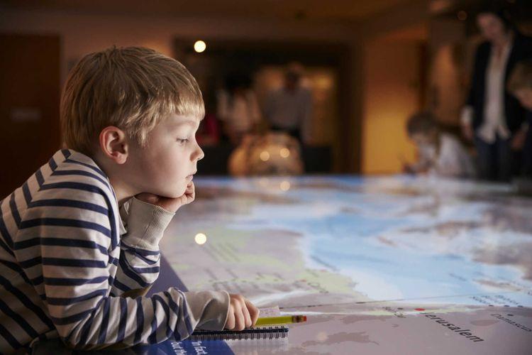 boy-children-museum-shutterstock_432834550
