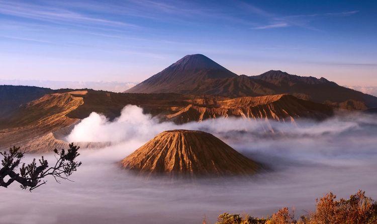 bromo-indonesia-shutterstock_42342610