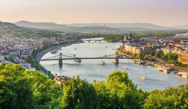 Budapest from the Gellert hill © Resul Muslu/Shutterstock