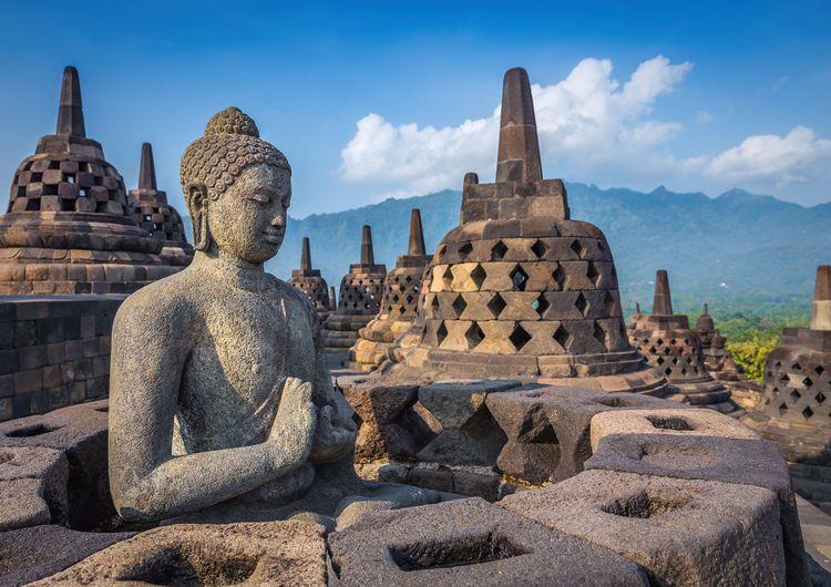 Borobudur, Java - Indonesia © Bule Sky Studio/Shutterstock