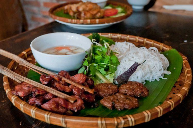 Bun-cha Vietnam food © Jiann/Shutterstock