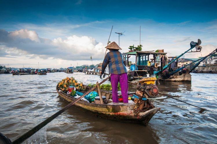 Cai-Rang-Floating-Market-Vietnam-shutterstock_121579798