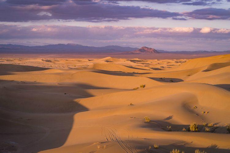 desert-varzaneh-iran-shutterstock_1257056608