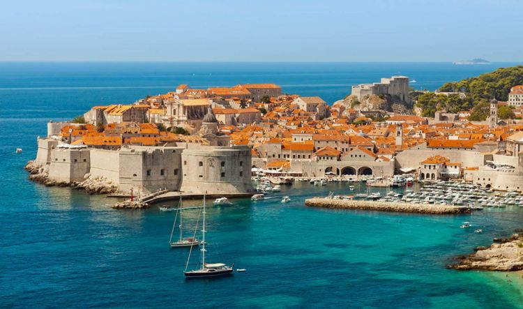 Travel Guide Croatia - Dubrovnik sea view © Shutterstock