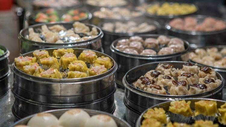 dumpling-shaomai-street-food-taiwan-shutterstock_1346387471
