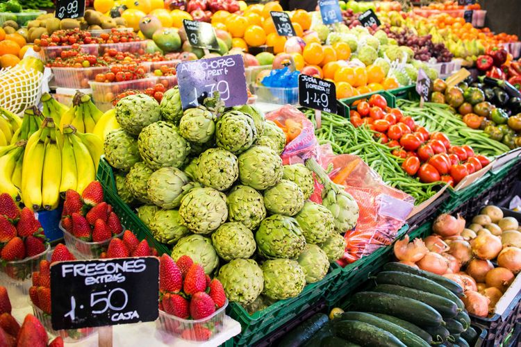 fruits-vegetables-la-boqueria-market-barcelona-spain-shutterstock_181213628