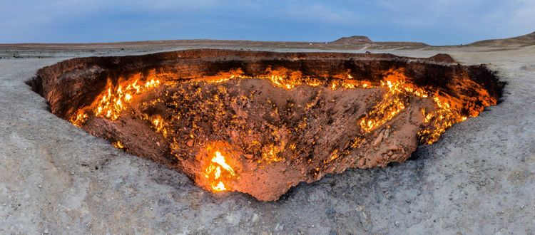 gas-crater-darvaza-derweze-door-to-hell-turkmenistan-shutterstock_1146121913