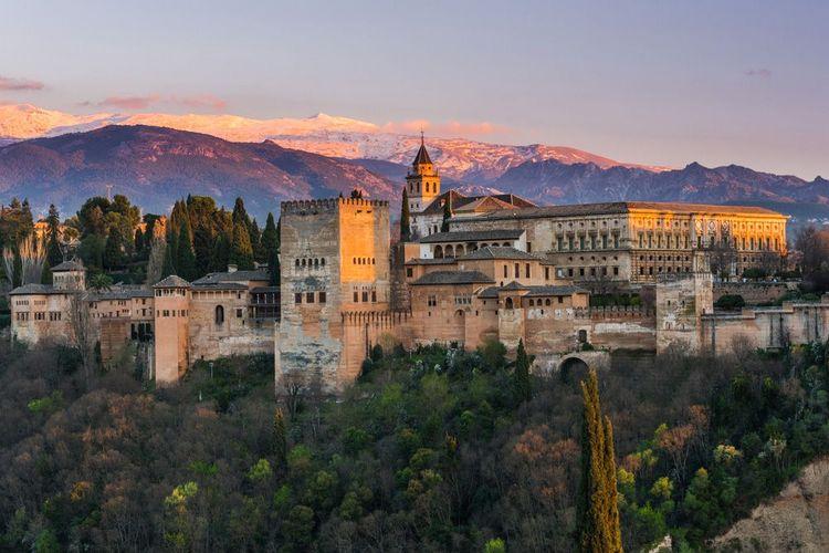 Alhambra in Granada © Shutterstock