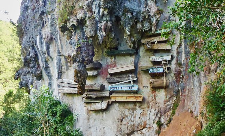Hanging coffins, traditional way how to bury people, Philippines @ Tunature/Shutterstock