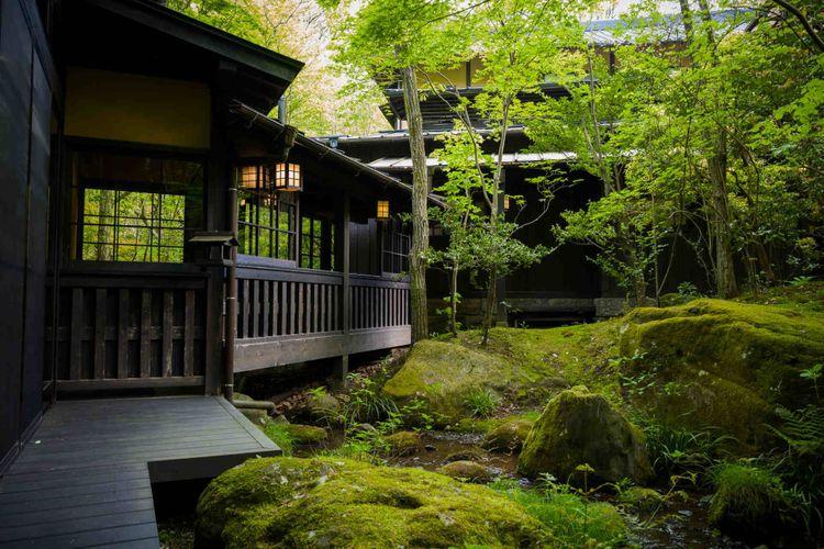 hotel-ryokan-onsen-japan-shutterstock_715062052
