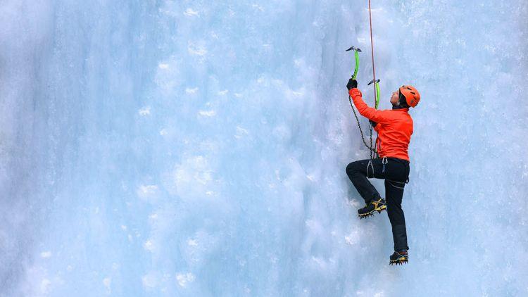 Ice climbing © Mikadun/Shutterstock