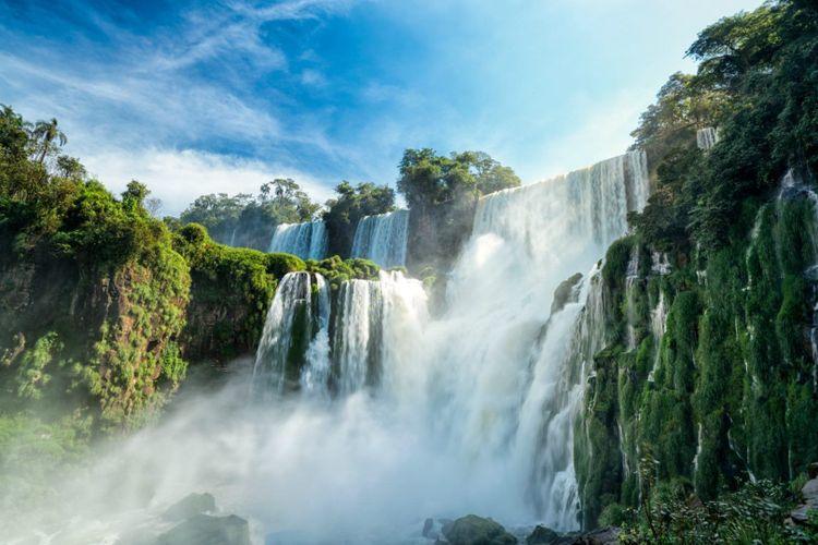 Iguazu Waterfall, Argentina © sharptoyou/Shutterstock