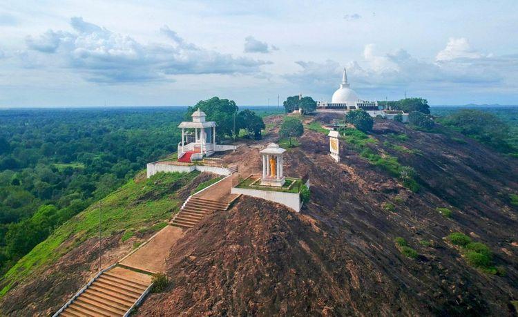 Isinbassagala-Ruwangiri-Rajamaha-Viharaya-sri-lanka-shutterstock_782708449