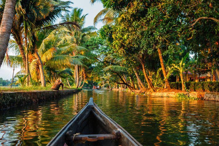 Kerala-backwaters-India-honeymoon
