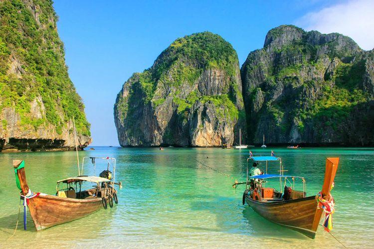Phi Phi Leh, Thailand © Dan Mammoser/Shutterstock