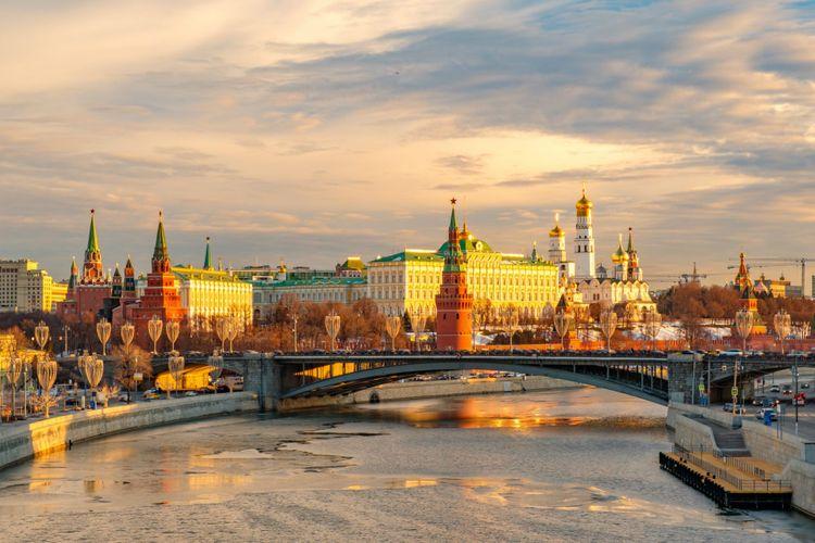 kremlin-moscow-russia-shutterstock_1318048376