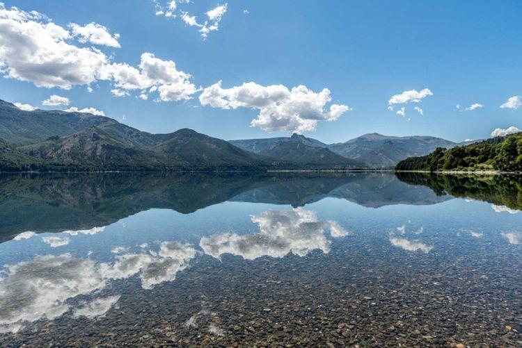 lake-ruta-de-los-siete-lagos-patagonia-argentina-shutterstock_1203249313