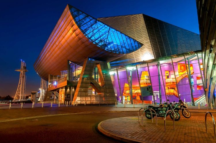 Lowry theatre gallery in Manchester © SAKhanPhotography/Shutterstock