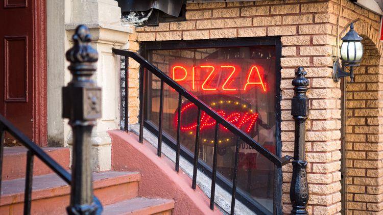 Manhattan, New York pizza neon backlight