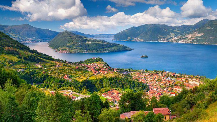 Iseo Lake, Italy © Andrew Mayovskyy/Shutterstock