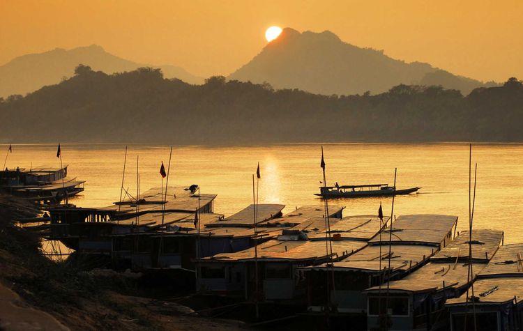 Mekong river, Luang Prabang port in Laos © i viewfinder/Shutterstock