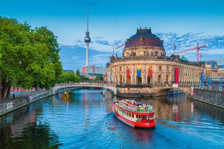 Museum Island in Berlin © canadastock/Shutterstock
