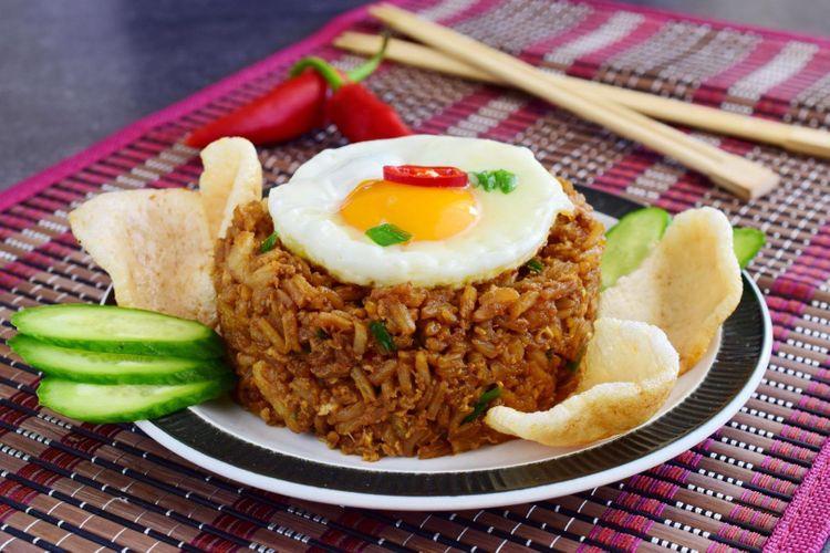 nasi-goreng-indonesia-shutterstock_708440602