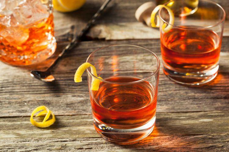 new-orleans-sazerac -cocktail-shutterstock_438408697