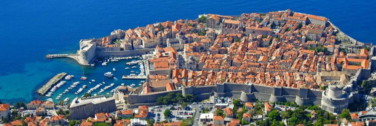 Panorama view of the old town Dubrovnik in Croatia © Melanie Sommer/Shutterstock