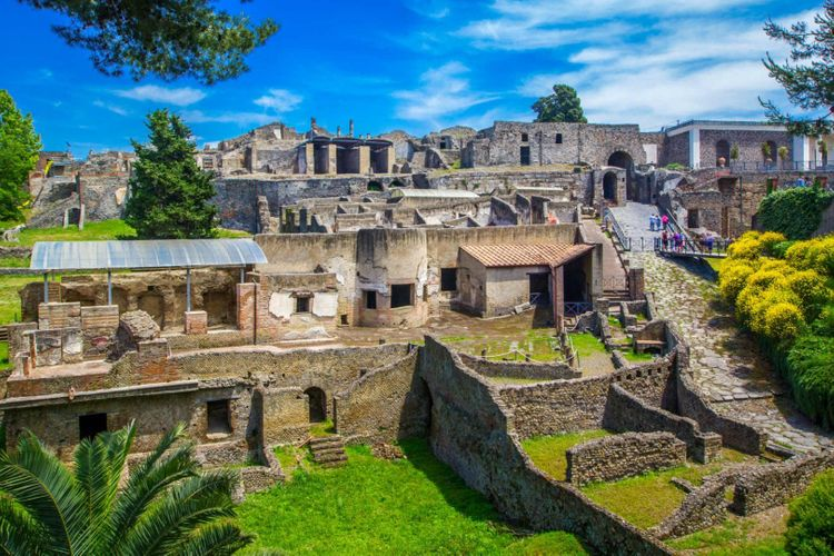 pompeii-italy-shutterstock_1033620628