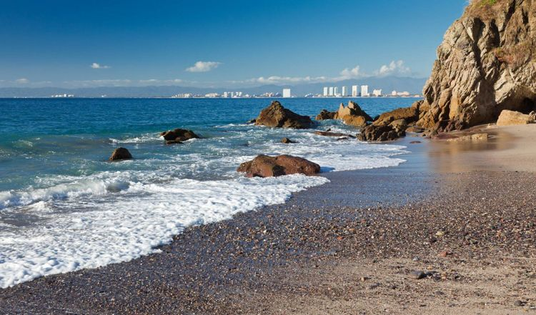 View of Banderas Bay and Puerto Vallarta © Ferenz/Shutterstock