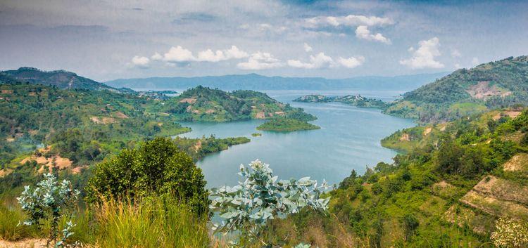 rwanda-kivu-lake-shutterstock_711241681