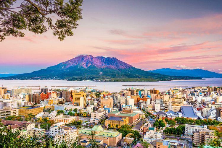 sakurajima-volcano-kagoshima-kyushu- japan-shutterstock_1052122985