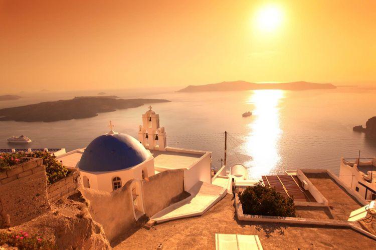Santorini sunset © Shutterstock