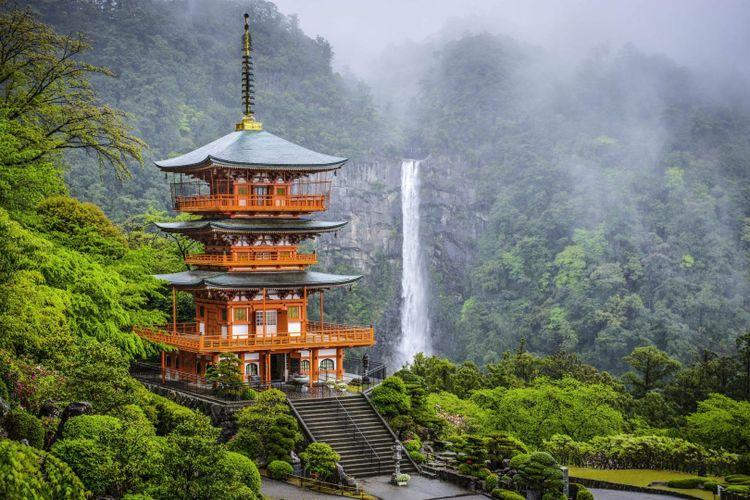 Seigantoji-Pagoda-japan-shutterstock_189118511