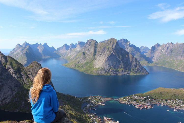 Solo traveller admiring mountain scenary