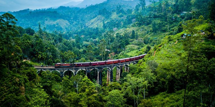 sri-lanka-railway-shutterstock_1084348016