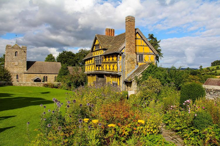 Stokesay Castle with garden and guardhouse @ Snaphound Photography/Shutterstock